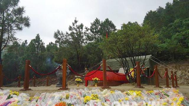 Hàng trăm đoàn viếng mộ Đại tướng trong lễ 49 ngày ở Vũng Chùa