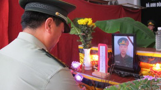 Biên phòng TQ viếng chiến sỹ Việt Nam hy sinh ở Bắc Phong Sinh