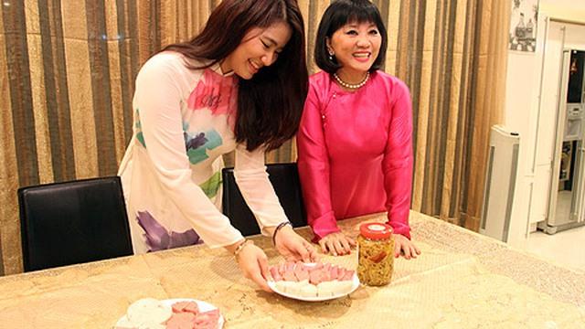 Bữa cơm tất niên giản dị của gia đình Cẩm Vân – Khắc Triệu