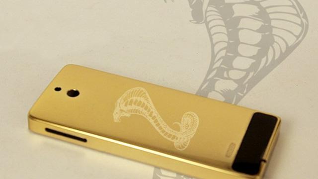 Bộ sưu tập điện thoại mạ vàng 12 con Giáp của đại gia TP.Vinh