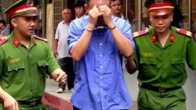 Tòa tuyên án, gia đình nạn nhân ôm nhau khóc vì... hạnh phúc