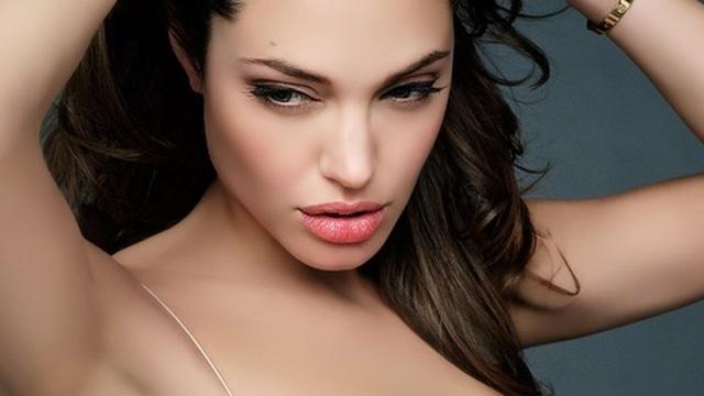 """""""Không cần phải làm như Angelina Jolie""""!"""