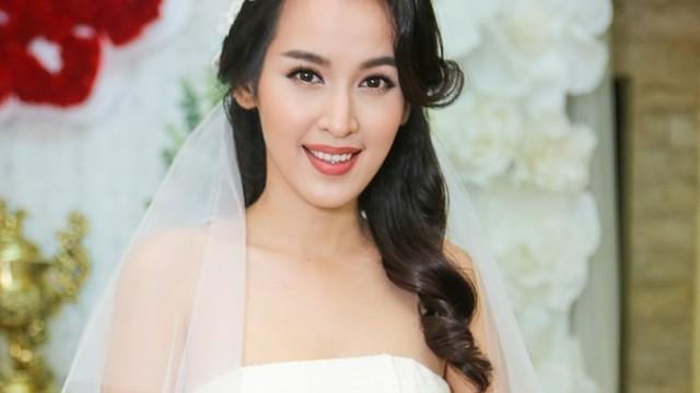 Tú Vi diện đầm cúp ngực trong ngày rước dâu