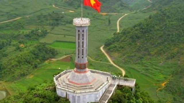 """Clip xúc động """"Vươn cao Việt Nam"""" hút hàng triệu lượt người xem"""