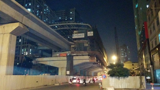 Công nhân rơi ở dự án đường sắt Cát Linh – Hà Đông đang nguy kịch