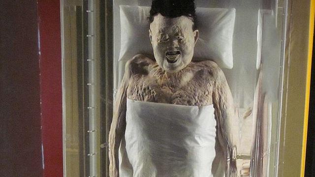 """Kỳ lạ: Xác ướp Trung Quốc """"hoàn hảo"""" nhất thế giới, còn nguyên tóc và da sau 2.100 năm"""