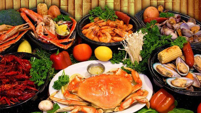 """8 điều cần tránh ai cũng phải biết khi ăn hải sản nếu không muốn """"tiền mất tật mang"""""""