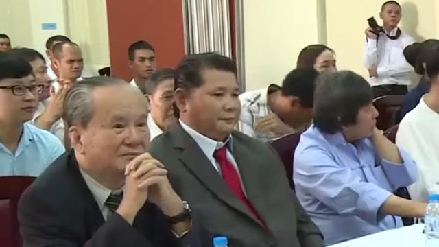"""""""Đóng cửa"""" trước dư luận và Flores, Chưởng môn Huỳnh Tuấn Kiệt mở cửa đón khách Trung Quốc"""