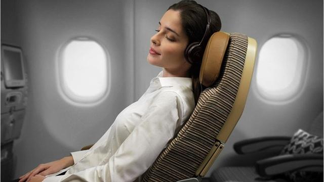 Lý do không nên ngủ khi máy bay cất và hạ cánh: Có thể bạn chưa biết điều này