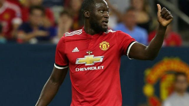 """Ghi 2 bàn trong 3 phút, song tấu Lukaku - Rashford """"nhấn chìm"""" Man City"""