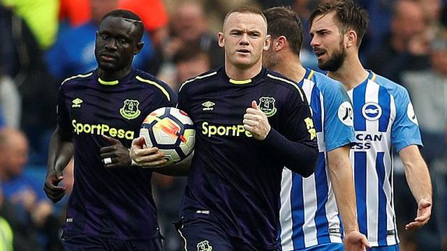 """Rooney """"nổ súng"""" phút cuối, giải cứu Everton khỏi kết cục bẽ mặt"""
