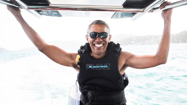 24h qua ảnh: Obama tươi cười chơi lướt sóng