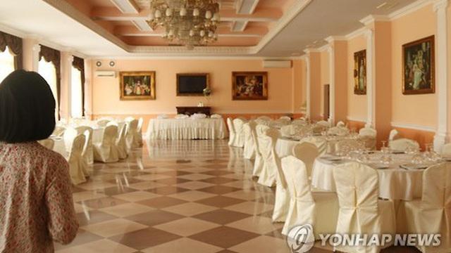 NYT: Cạn tiền hoạt động, đại sứ quán Triều Tiên phải bán thịt bò, tổ chức tiệc cưới