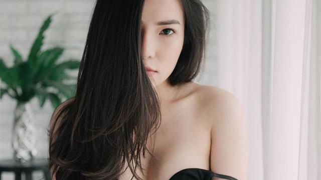 """Lý Phương Châu tung ra bộ ảnh gợi cảm """"lần đầu tiên dám chụp"""" trong cuộc đời"""