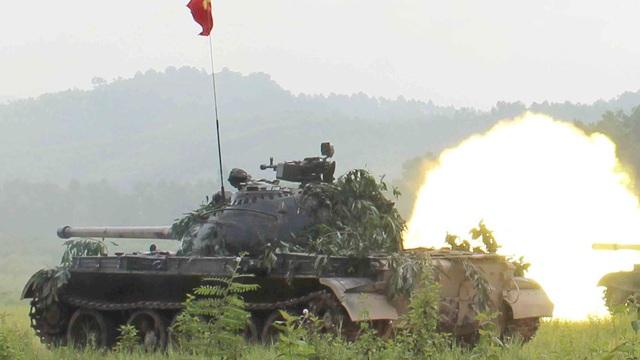 """Kỳ tích xe tăng Việt Nam: Chỉ 2 thành viên, khoắng xuống biển, """"xơi tái"""" tàu biệt kích"""