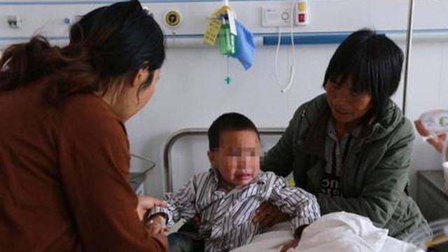 Trung Quốc: 53 trẻ mẫu giáo đồng loạt đổ bệnh vì nhà trường cho ăn thực phẩm nhiễm khuẩn