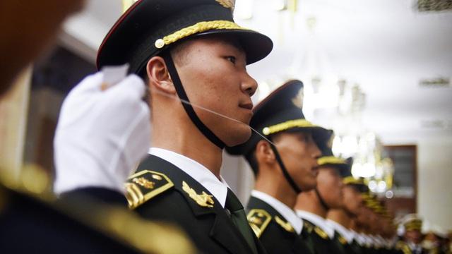 24h qua ảnh: Tiêu binh Trung Quốc căng dây chỉnh hàng ngũ