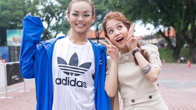 An Nguy và Mai Ngô thân thiết ở Malaysia