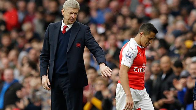 "Khi ""kẻ trốn chạy"" dang tay cứu Arsene Wenger"
