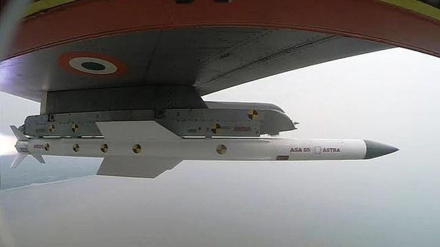 Sau BrahMos và Akash, Ấn Độ có thể chào bán tên lửa không đối không tối tân Astra cho VN?