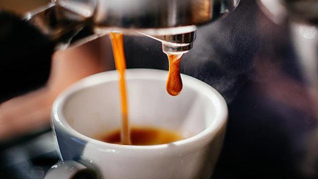 Washington Post: Uống cà phê buổi sáng - thói quen sai lầm hàng triệu người đang mắc
