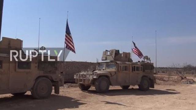 400 lính thủy đánh bộ Mỹ trên xe thiết giáp đổ bộ vào chiến trường Raqqa