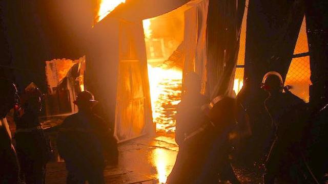 Nghệ An: Xưởng gỗ nghìn m2 cháy 10 giờ đồng hồ, thiệt hại khoảng 7 tỷ đồng