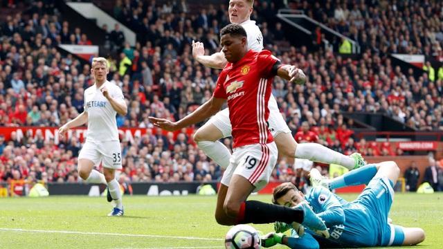 """Bênh học trò, Mourinho lôi cả quốc tịch ra """"đá đểu"""" cổ động viên đối phương"""