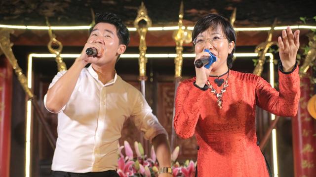 MC Thảo Vân bất ngờ thể hiện giọng hát trong Lễ giỗ Tổ nghề