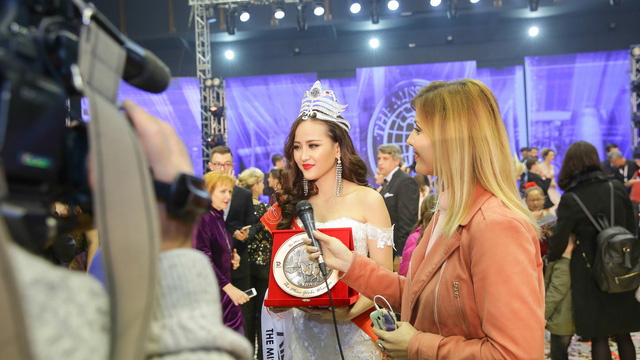 """Tân Hoa hậu Hoàn cầu 2017 Khánh Ngân: """"Tôi lâng lâng hạnh phúc và không thể tin nổi mình làm được"""""""