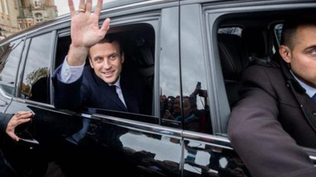 Các chính trị gia Pháp đồng loạt kêu gọi ủng hộ Macron và chặn Le Pen