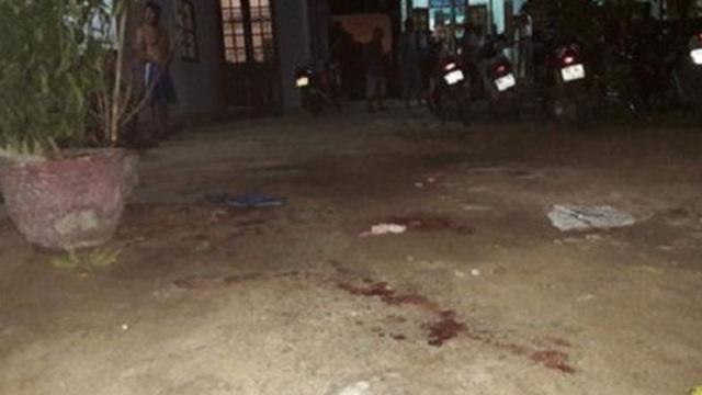 Rút dao giết người trước Trung tâm hành chính huyện vì tiếng nẹt pô