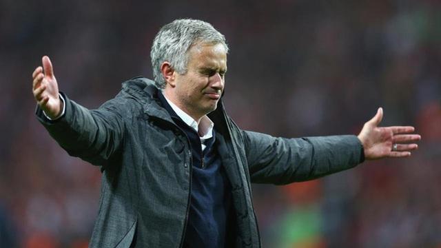 """Vừa lên kế hoạch """"hoành tráng"""", Mourinho nhận ngay tin dữ từ Madrid"""