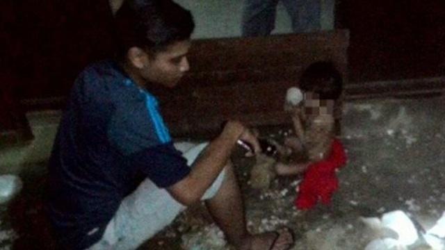 Xót xa bé 3 tuổi trần truồng bị mẹ bỏ rơi gần chết vì đói lạnh