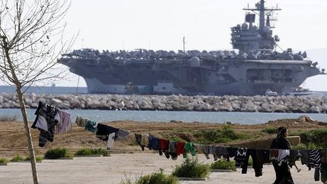 """Tàu sân bay Mỹ trở lại Trung Đông, 20 tàu chiến Iran """"nghênh đón"""""""