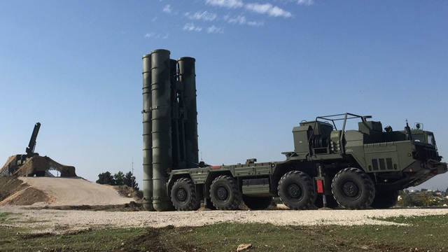 """Sự xuất hiện của 1 khí tài cổ lỗ """"phơi bày"""" toàn bộ điểm yếu của phòng không Nga tại Syria"""