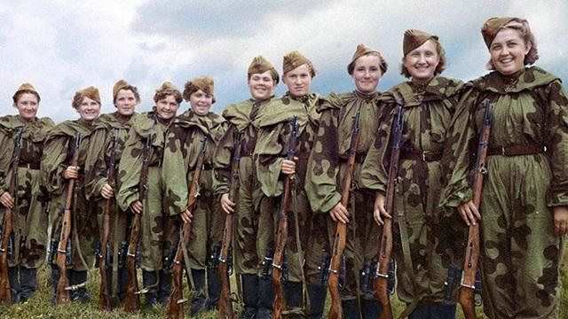 Các nữ xạ thủ bắn tỉa Xô viết sinh động trong những bức ảnh tô màu