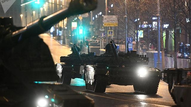 10.000 binh sĩ, 114 hệ thống vũ khí Nga băng qua trung tâm Moscow trong đêm