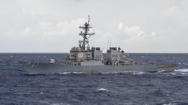 Một quân nhân Mỹ trên tàu khu trục tên lửa mất tích khi tuần tra biển Đông