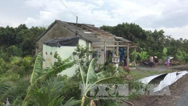 Lốc xoáy làm tốc mái hơn 40 ngôi nhà tại Lâm Đồng