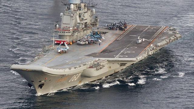 """Cổ lỗ nhưng tàu sân bay Nga lại có một lợi thế """"ăn đứt"""" tàu sân bay 3,8 tỷ USD của Anh"""