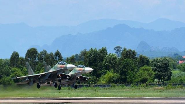 """Không quân Việt Nam: Những người giữ sạch """"đường lên trời"""" cho Su-30MK2"""