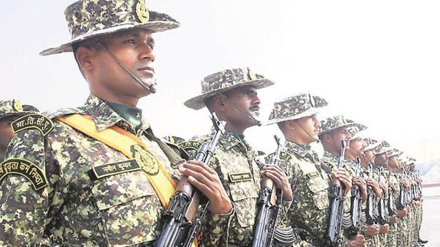 """Ấn Độ ra yêu cầu đặc biệt cho 9 vạn quân ở biên giới với TQ, chỉ 150 người """"đạt chuẩn"""""""