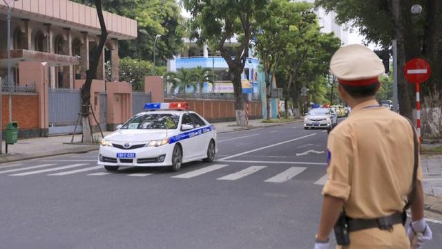 APEC 2017: Gặp đoàn xe ưu tiên, người điều khiển phương tiện làm gì?