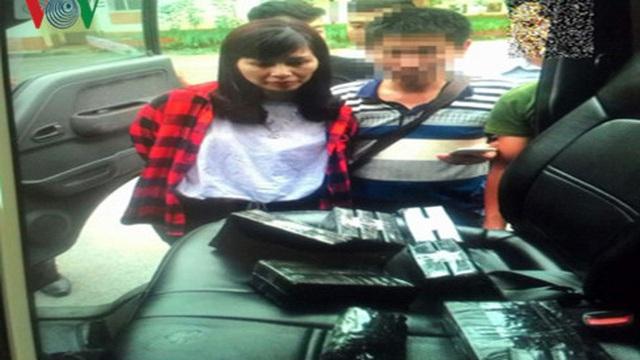 """Bắt """"nữ quái"""" vận chuyển 15 bánh heroin tại cây xăng ở Hà Nội"""