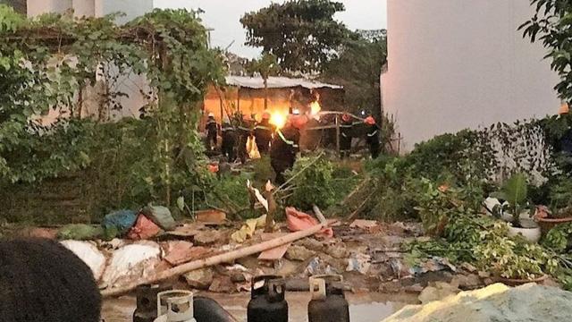 Cháy căn nhà nghi sang chiết gas khiến cả khu dân cư náo loạn