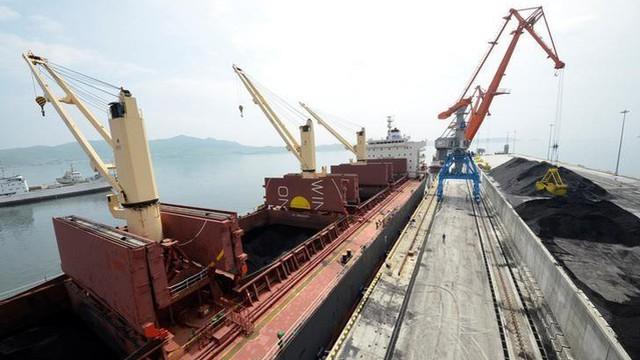 Than chất thành núi: Triều Tiên khốn đốn vì bị TQ siết cấm vận, công ty Nga mừng bội thu