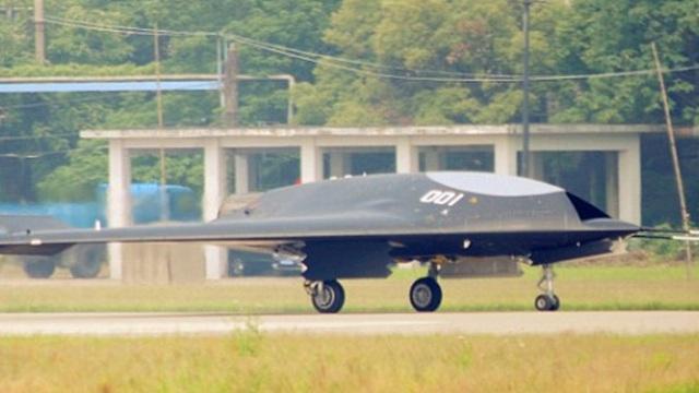 Trung Quốc khoe UAV tàng hình bề ngoài giống hệt B-2 của Mỹ
