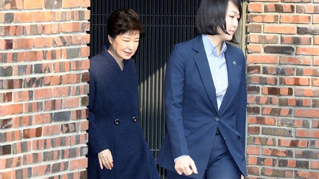 Cựu tổng thống Park đến văn phòng công tố để chịu thẩm vấn