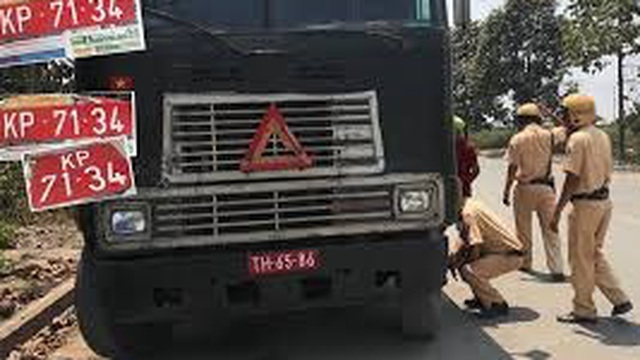 Thủ tướng yêu cầu tổng kiểm tra biển số xe quân đội